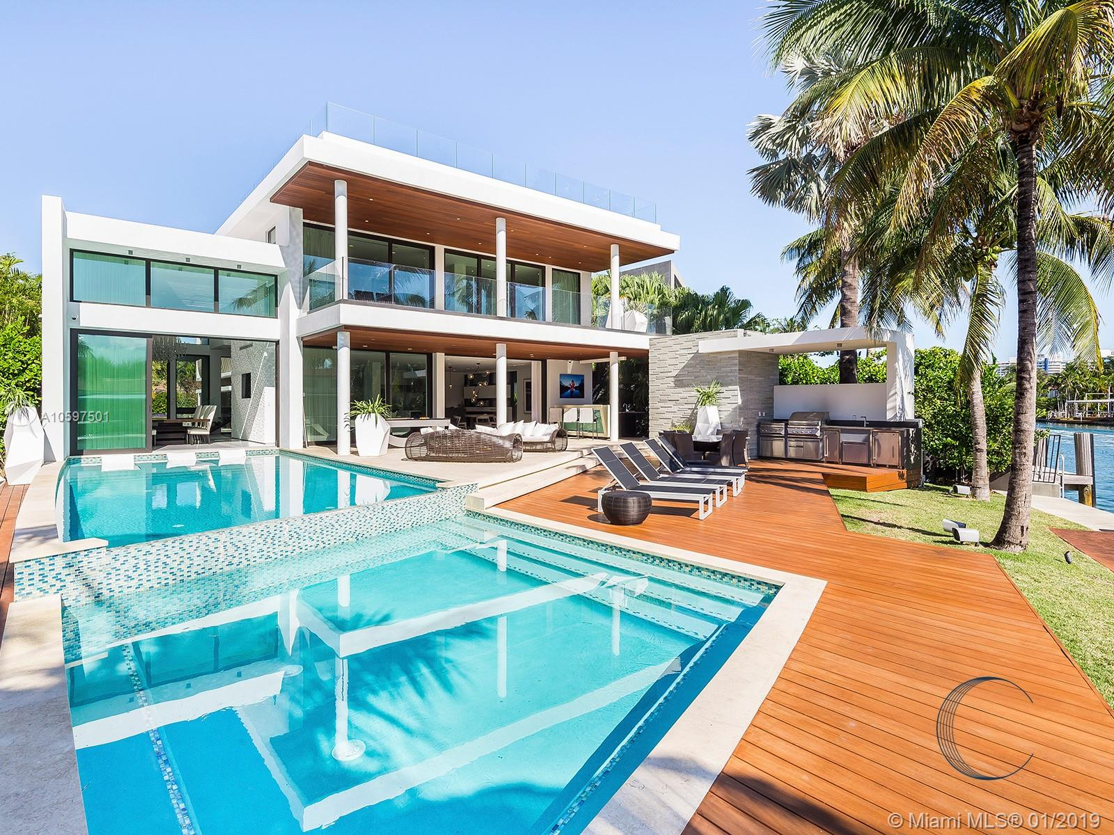 Villa 520 Lakeview Ct For Sale In Miami Beach Globalty